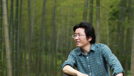 艺术家吴曙峰