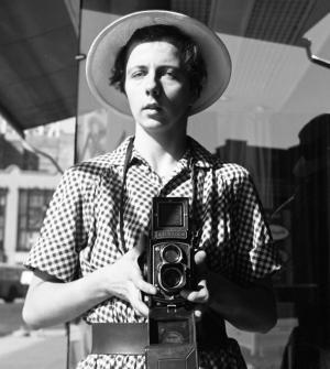 """她是""""街头摄影""""中的""""梵高"""" 生前却只是一个保姆"""