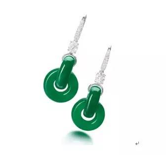 """天然翡翠雕""""双环""""配钻石耳环   估价5,500,000 — 7,200,000港币"""
