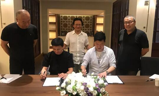 中国美术批评家年会组委会秘书长杨卫与第22届上海艺术博览会负责人储