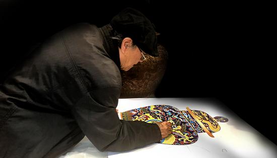 作品由中国工艺美术大师、亚太地区手工艺大师戴嘉林督造