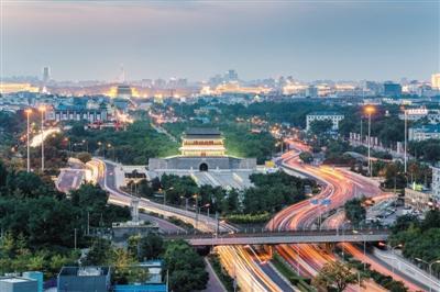 2017年10月3日,北京,国庆节期间中轴线建筑永定门开启景观照明。 图:视觉中国