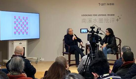 左:著名当代艺术批评家,中国批评家年会名誉主席 贾方舟 右:T-art淘艺术创始人 陶华