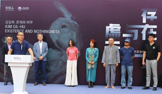 开幕式嘉宾(从左至右):祁志龙先生、吴鸿先生、韩在爀先生、覃琨瑛女士、施兴利女士 、金佶煦先生、朴光燮先生、黄聖勳先生