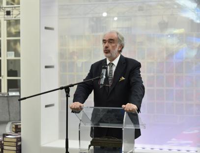 皇家科学院终身主席迪迪埃·维维尔Didier Viviers为开幕致辞