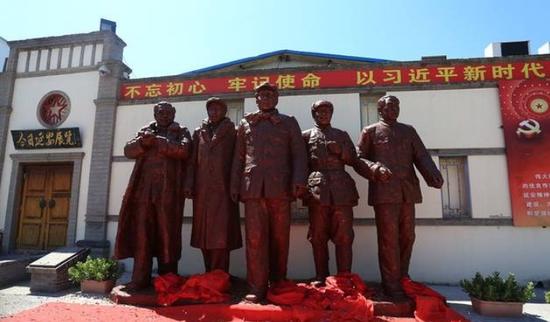 """6月29日,北京延安文化展示中心《红星照耀中国》——""""五大书记""""雕塑"""