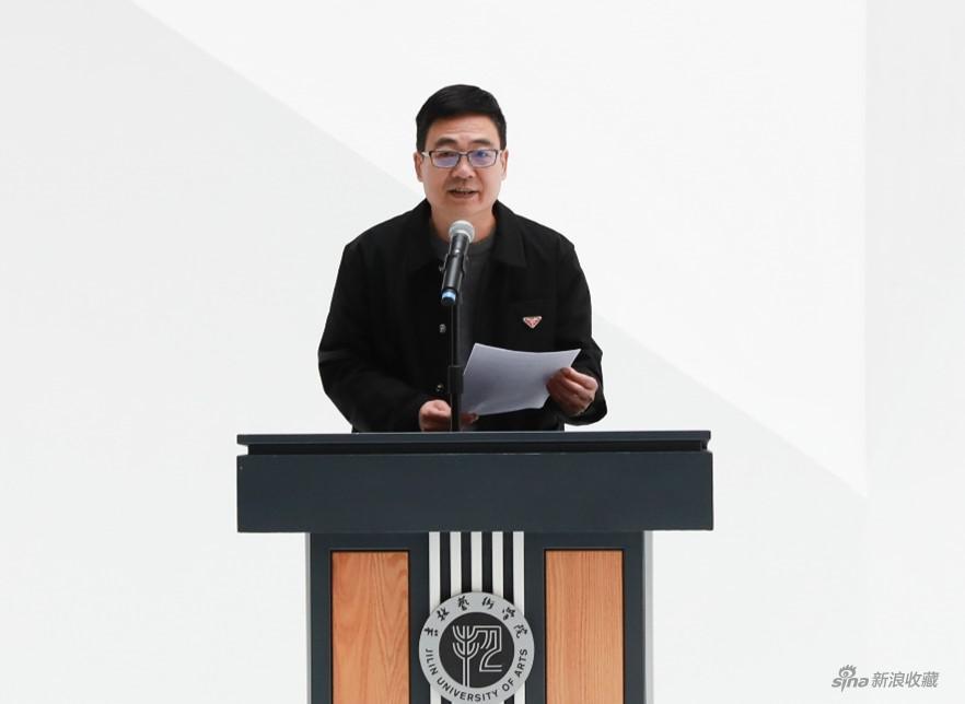 吉林艺术学院设计学院副院长李际教授主持开幕式