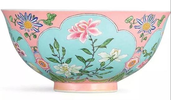 清康熙 粉红地珐琅彩花卉纹碗