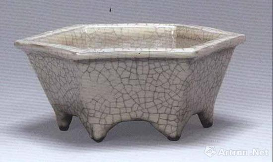 南宋/元 哥窑六方盆 宽16.4厘米