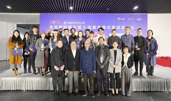 第二届宝龙艺术大奖获奖艺术家与颁奖嘉宾合影