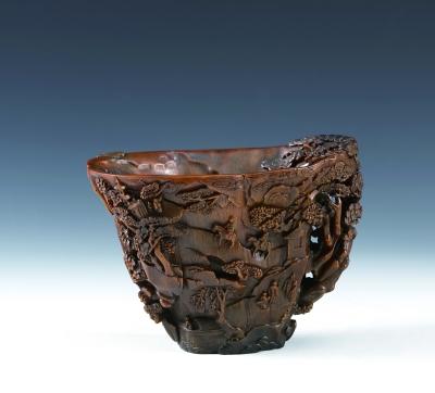 透雕松鼠葡萄犀角杯 明 上海博物馆藏