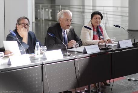 新闻发布会右起德中文化交流基金会张彧女士(右一),国家博物馆总馆长Michael Eissenhauer先生(中),国立美术馆馆长Udo Kittelmann先生(左一)