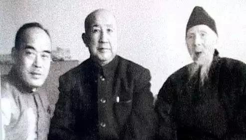 从左至右分别为王雪涛、胡佩衡、齐白石