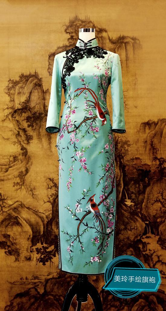 刘美玲旗袍作品《喜上眉梢》,寓意吉祥喜乐