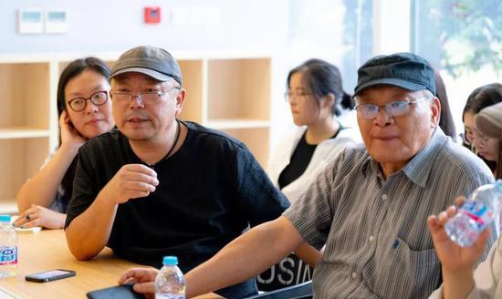 王远、龚云表主持交流会。前排左起:姜丹丹、王远、龚云表。