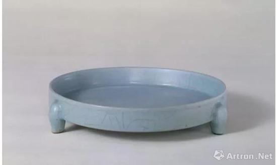 ▲ 北京故宫博物院藏汝窑三足樽承盘
