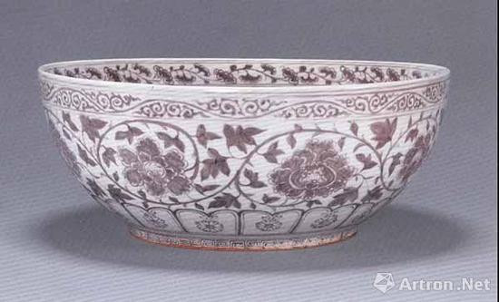 明洪武 釉里红缠枝牡丹纹大碗 直径42.5厘米
