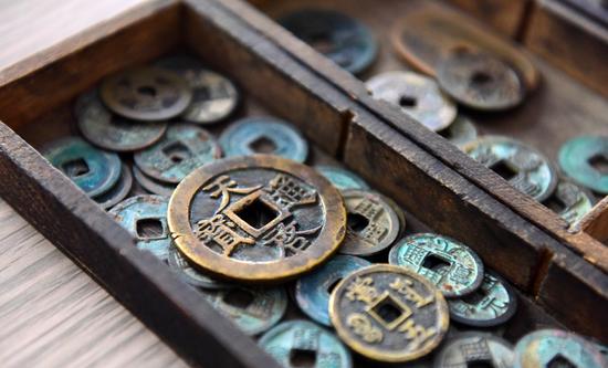 山东男子历时14年收藏万枚古钱币 自建古钱博物馆