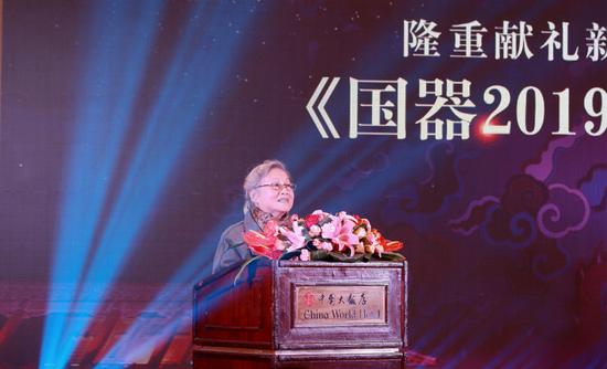 原中国工艺美术学会副理事长唐克美发言