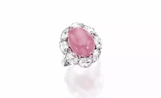 2015年苏富比香港秋拍,一枚天然粉红色孔克珠钻戒以60万港币成交