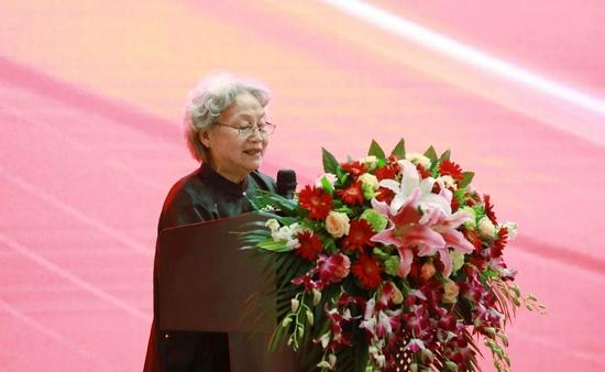 中国工艺美术学会原副理事长唐克美点评作品