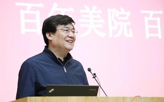 中央美术学院党委书记高洪在新闻发布会致辞