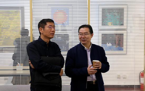 小米联合创始人刘德和清华附中校长王殿军交流作品