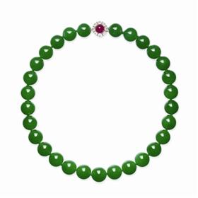 天然翡翠珠项链,成交价9572.5万港元(佳士得香港2017秋拍)