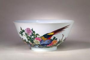 娇艳的瓷胎画珐琅和粉彩瓷器