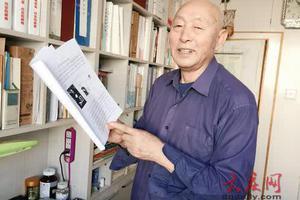 八旬翁集邮60载成大拿 为一张邮票坐车到北京