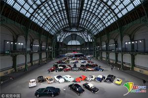 巴黎举行古董车展 经典老爷车组豪华阵容进行拍卖
