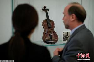 纽约将拍卖名人藏品 包括爱因斯坦小提琴