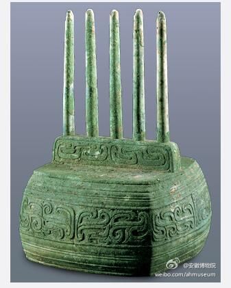 """被称为""""西周路由器""""的文物""""云纹铜五柱器""""。图片来源:安徽博物院微博"""