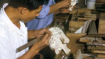 73年广州象牙雕刻 现在不知道值多少了
