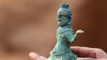 成都发掘200多座汉代崖墓