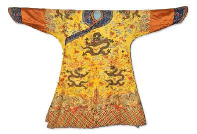 清乾隆- 嘉庆 明黄地缂丝十二章云龙纹袍 188×123