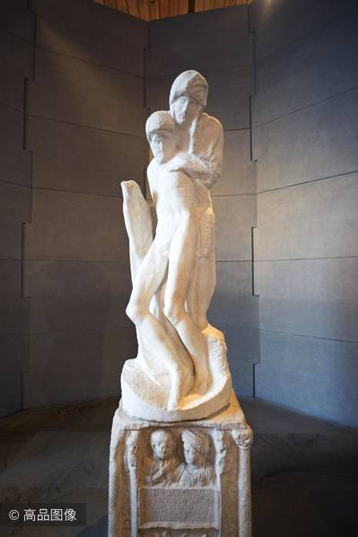 《隆达尼尼的圣殇》,米开朗基罗晚年的最后一个雕塑作品。