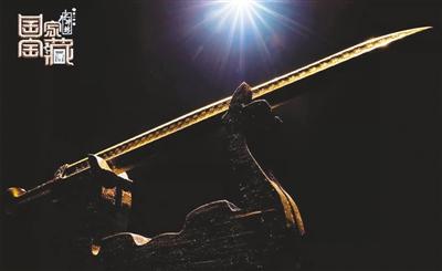 《国家宝藏》节目剧照:越王勾践剑的道具展示