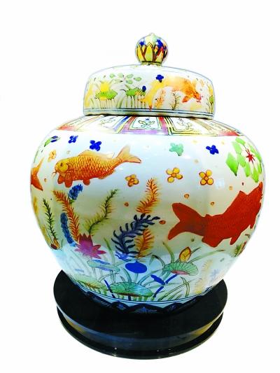 明嘉靖五彩鱼藻纹盖罐