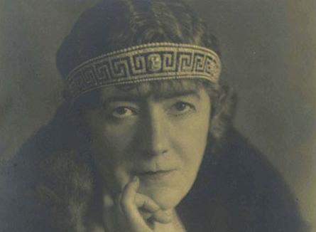 Marguerite夫人佩戴希腊回纹王冠