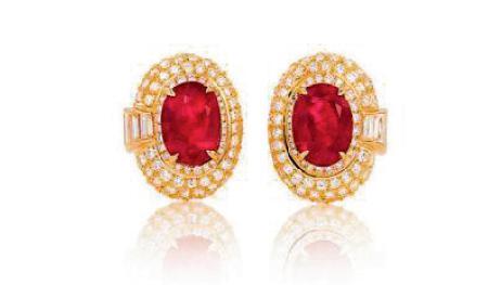 这对来自宝格丽,分别镶嵌有5.6克拉天然缅甸抹谷鸽血红红宝石(无烧) 的耳坠,在2014年北京保利春拍中,以575万元人民币的价格成交。