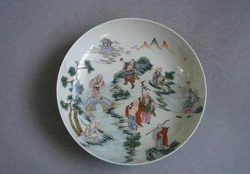 清嘉庆景德镇窑粉彩十八尊者盘,现藏于北京艺术博物馆