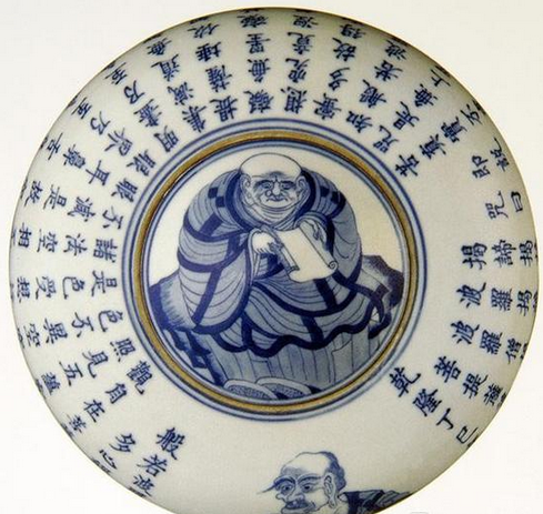 清乾隆景德镇窑青花经文盖钵,现藏于北京艺术博物馆
