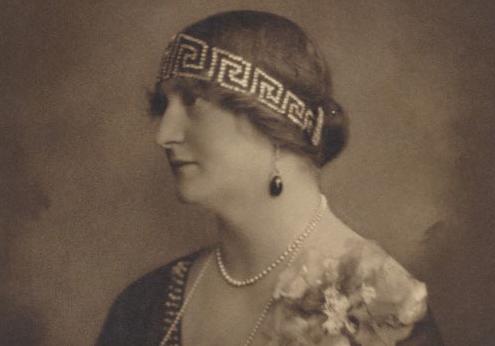 爱莲娜王后佩戴希腊回纹王冠