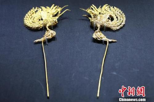 江西省博物馆正在展出的明代王妃首饰展