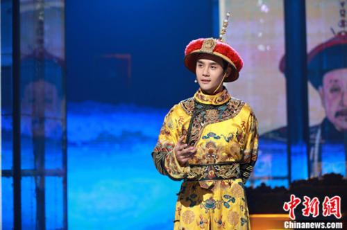 王凯首扮乾隆。