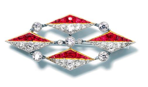 法国新艺术时期的古董珠宝   卡地亚胸针,1904年,卡地亚巴黎,   铂金、金、欧洲旧式和玫瑰式切割钻石、切面红宝石