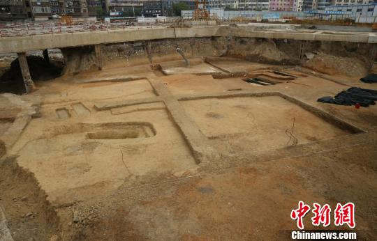 2017年7月,南昌市西湖区一建筑工地在施工过程中发现古墓群。图为工地全景照。(江西省文物考古研究院 供图)