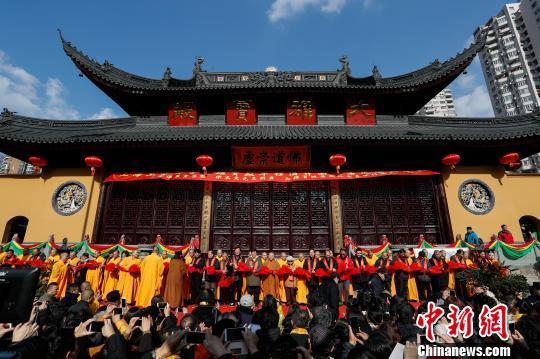 上海玉佛禅寺隆重举行大雄宝殿平移顶升圆满落成启用庆典。 张亨伟 摄