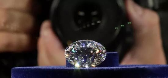 """俄罗斯展示51.38克拉""""王朝""""钻石"""